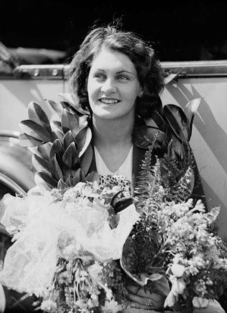 Clare Dennis - Dennis in 1932