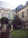 Cloître du couvent des Visitandines.JPG