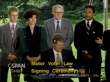 Piven with her husband Richard Cloward at the Motor Voter signing ceremony (1993)