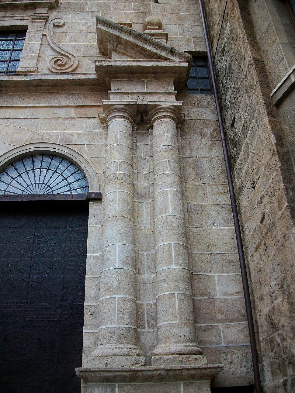 Columnes de la portada de la catedral de Sogorb