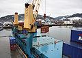 Containeromlasting i Orkanger havn (6947050040).jpg