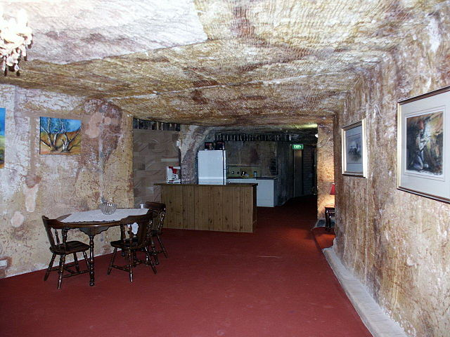 http://upload.wikimedia.org/wikipedia/commons/thumb/4/4d/Coober_Pedy_underground_house.jpg/640px-Coober_Pedy_underground_house.jpg