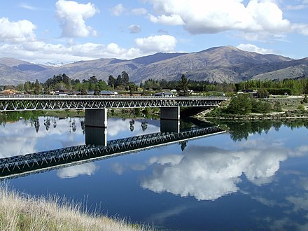 Deadmans Point bridge, crossing a narrow section of Lake Dunstan near Cromwell.