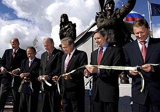 Frank Murkowski - Murkowski, Senator Ted Stevens, Secretary Donald Rumsfeld, Russian Defense Minister Sergei Ivanov, State Senator Gary Wilken, and former State Senator John Binkley cut the ribbon dedicating a memorial to the Alaska-Siberia Lend Lease program in Fairbanks, Alaska on August 26, 2006