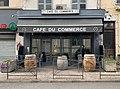 Devanture du café du commerce à Belley (décembre 2019).jpg