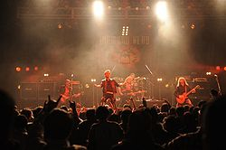 Diamond live bei einem Konzert in Japan 2008