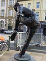 Die Schuhanzieherin, Karl-Henning Seemann, Düsseldorf (2).jpg