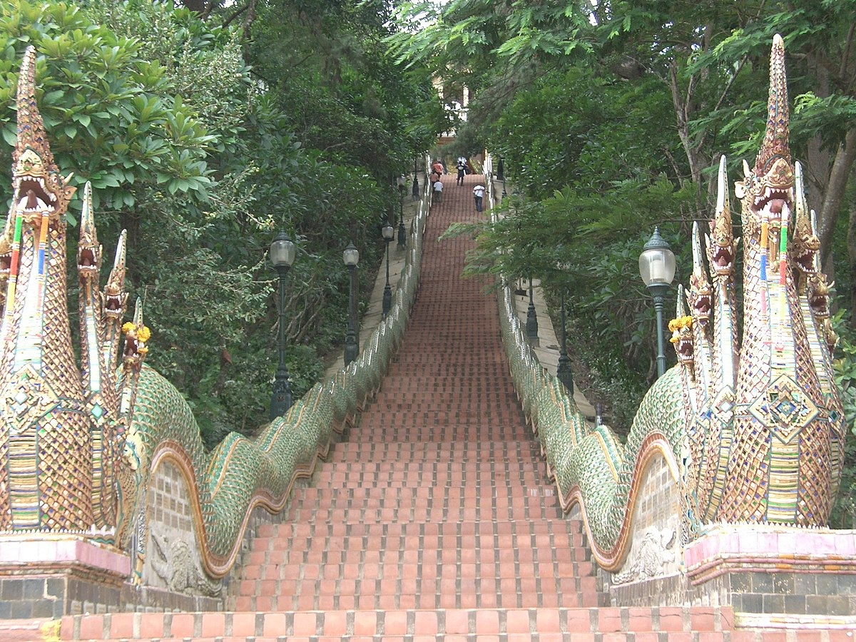 Doi Suthep steps - panoramio.jpg