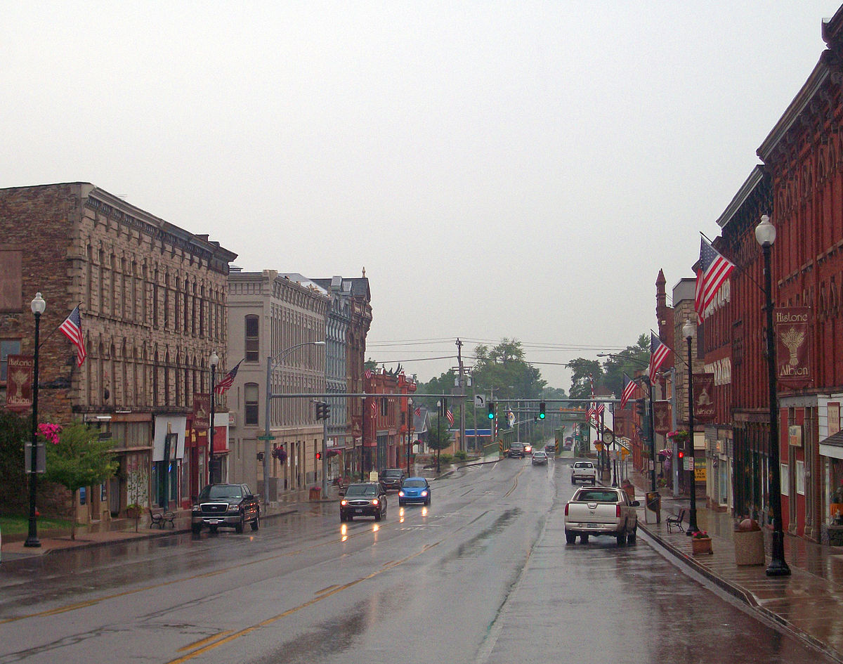 North Main–Bank Streets Historic District - Wikipedia