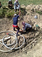 Drilling a hand dug well inside the river 03.jpg