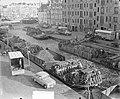 Drukte met kolenschuiten op de Achtergracht te Amsterdam, Bestanddeelnr 906-2777.jpg