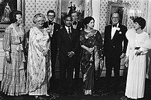 Prezidanto Ziaur Rahman kaj Prezidentedzino Khaleda Zia kun ses membroj de la nederlanda reĝa familio