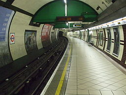 Edgware Road (Bakerloo) stn southbound look north