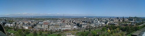 Edinburgh view Princes Street 2001-05-05.jpg