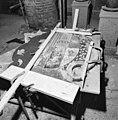 Een der rouwborden in restauratie - Batenburg - 20028379 - RCE.jpg