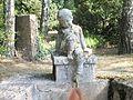 Eh Brunnen Knabe auf dem Zentralfriedhof 2014-08-30 ama fec (2).JPG