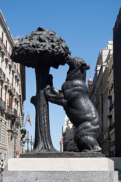 estatua del oso y el madro o wikipedia la enciclopedia
