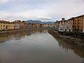 El riu Arno per Pisa.JPG