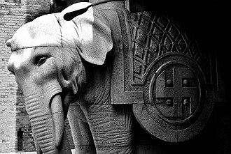 Elephant Tower, Carlsberg - Image: Elefantporten detail 1