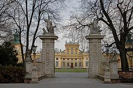 Entrada del Palacio Wilanów, Polonia.jpg