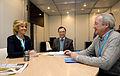 Esperanza Aguirre con Ramón Luis Valcárcel y Juan Jesús Vivas, autores de la Ponencia sobre Europa y política exterior Comprometidos con Europa (6896595347).jpg