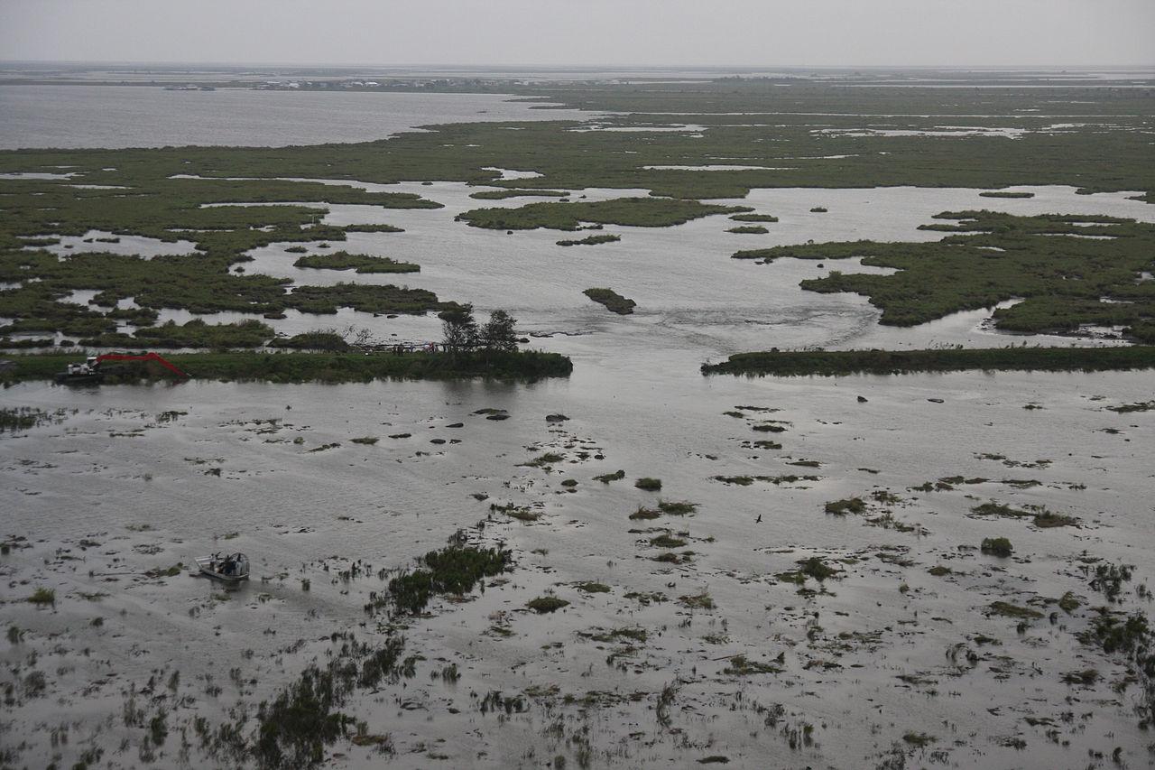 File:FEMA - 37963 - Aerial of levee in Louisiana.jpg ...