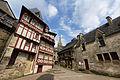Façades de maisons, place de la Congrégation, Josselin, France.jpg