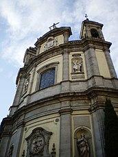 La fachada convexa de la Basílica de San Miguel es única en el barroco madrileño.