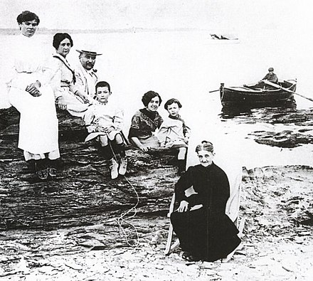 The Dali family in 1910: from the upper left, aunt Maria Teresa, mother, father, Salvador Dali, aunt Caterina (later became second wife of father), sister Anna Maria and grandmother Anna Familia Dali (h 1910).jpg