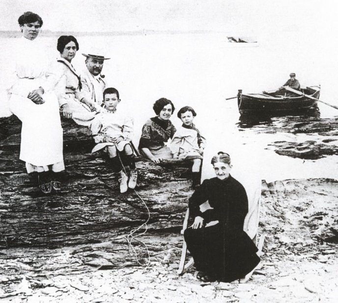 Familia Dalí (h 1910)