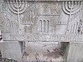 Farkasréti zsidó temető, Vágó László sírja az által tervezett Hősök templomával, 2016 Budapest.jpg