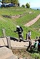 Feuerwehr und Touristenstaffel auf der Treppe.JPG