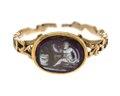 Fingerring av guld med kamé av onyx, 1700-talets andra hälft - Hallwylska museet - 110168.tif