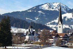 Fischen im Allgäu, mit Frauenkapelle (links) und Pfarrkirche