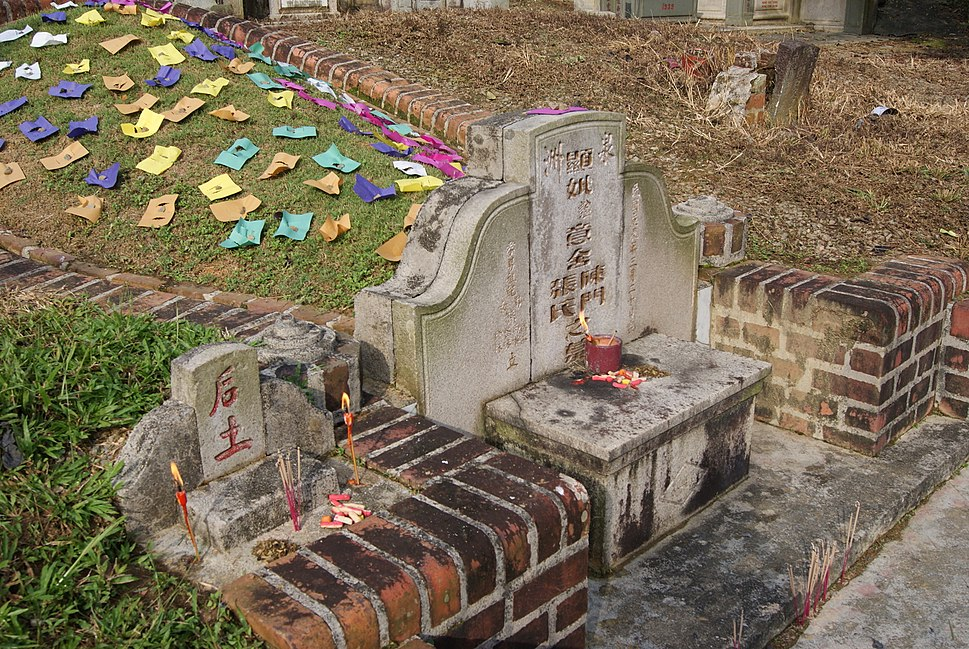 Five coloured papers on a grave mound, Bukit Brown Cemetery, Singapore - 20110326-02