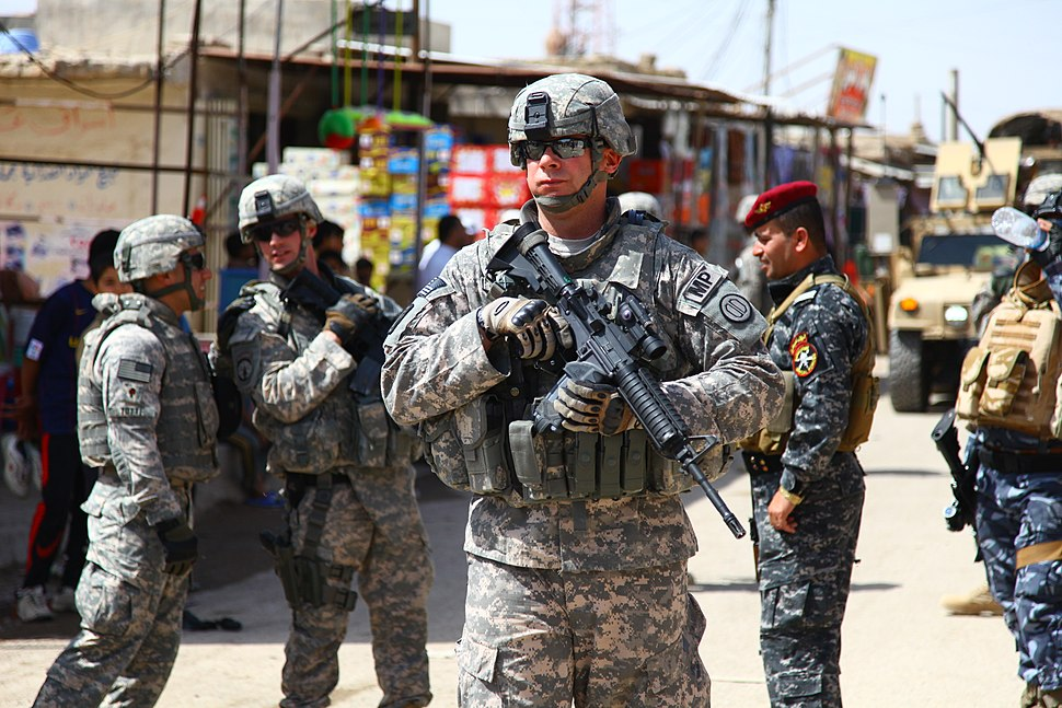 Flickr - DVIDSHUB - Iraqi Police Build Relationships in Basra