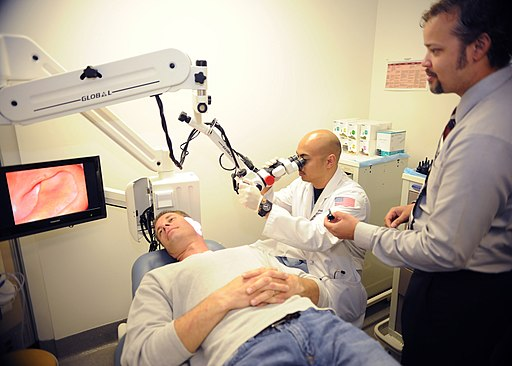 Flickr - Official U.S. Navy Imagery - Sailors examine patient during residency at Naval Medical Center San Diego.