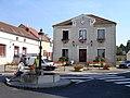 Frepillon - Mairie et fontaine.jpg