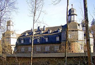 House of Hatzfeld - Image: Friesenhagen Schloss Crottorf 01 ies
