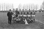 Fußballmannschaft Holstein Kiel als Norddeutscher Meister in der Saison 1964-1965 (Kiel 77.551)