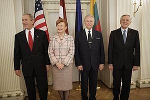 Arnold Rüütel - Image: GW Bush in Riga 2005