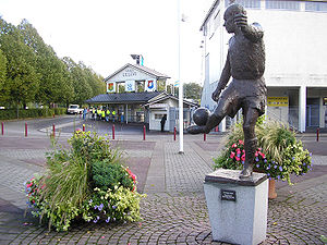 Gunnar Gren - Statue of Gunnar Gren outside of (the now demolished and rebuilt) Gamla Ullevi stadium.