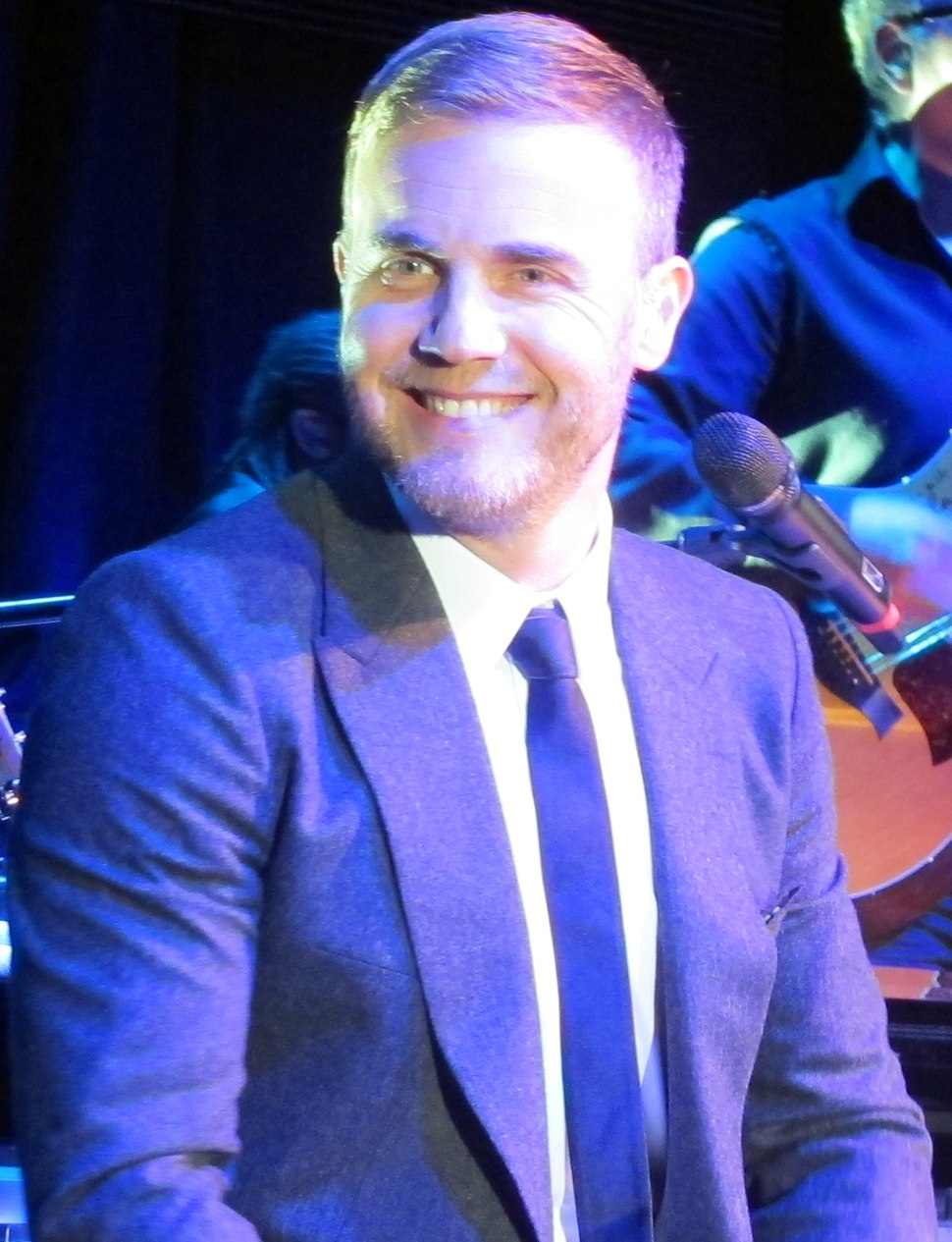 Gary barlow in concert face