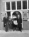 Gevel van geboortehuis van Rembrandt herbouwd aan de Weddesteeg te Leiden, mevro, Bestanddeelnr 915-1574.jpg