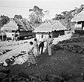 Gezelschap in een dorp in Brokopondo. Tweede van links Hildegard van de Poll, Bestanddeelnr 252-5144.jpg