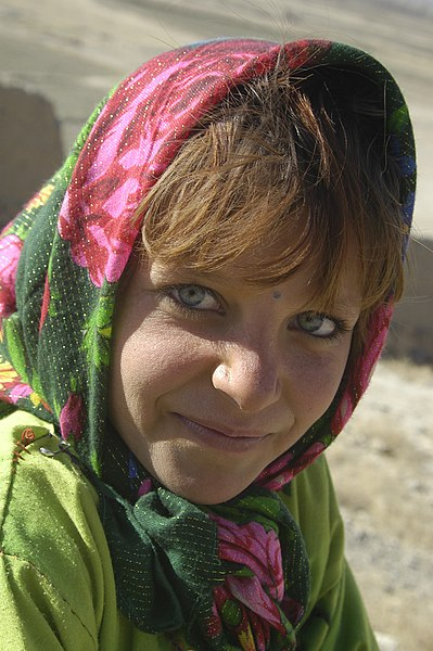 File:Girl in a Kabul orphanage, 01-07-2002.jpg