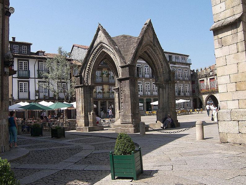 File:Guimarães-Altstadt-3.jpg