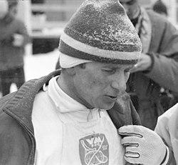 Gullvinner Georg Thoma etter målpassering 15 km langrenn kombinert, VM i Oslo 1966 (5485711414)