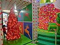 HK 觀塘 Kwun Tong 創紀之城五期 APM mall Xmas red trees Dec-2013.JPG