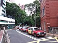 HK Mid-levels 般咸道 Bonham Road 英皇書院 King's College n HKU August 2018 SSG red Taxis.jpg